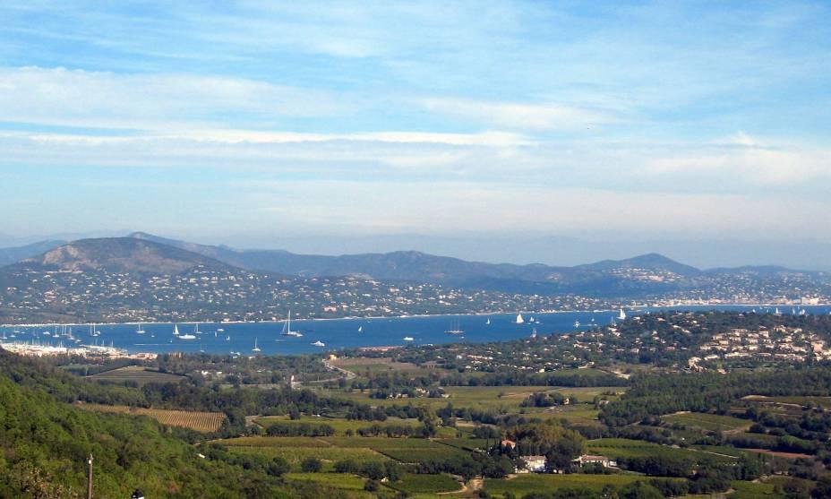 O Golfo de Saint Tropez visto de Gassin, França
