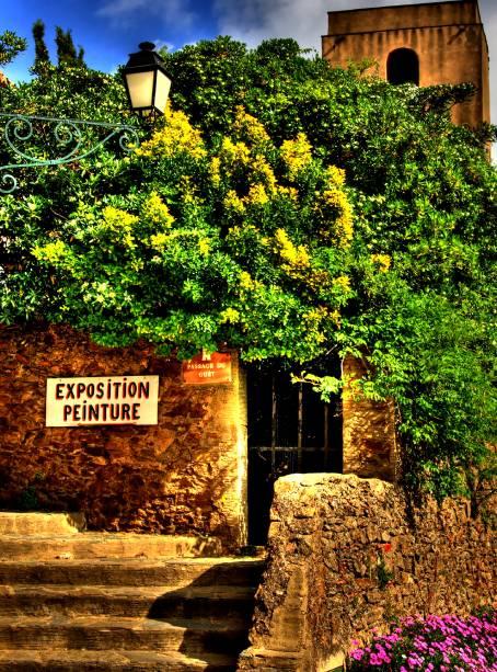 O clima calmo da vila francesa de Gassin encanta os visitantes