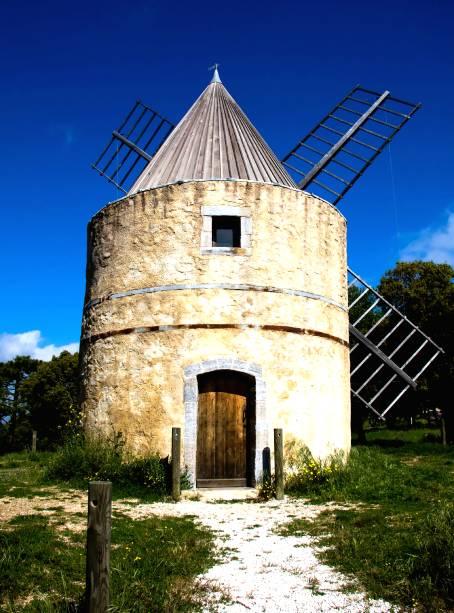 Em Gassin, França, o turista tem o privilégio de encontrar dois climas distintos: o litoral e o campo