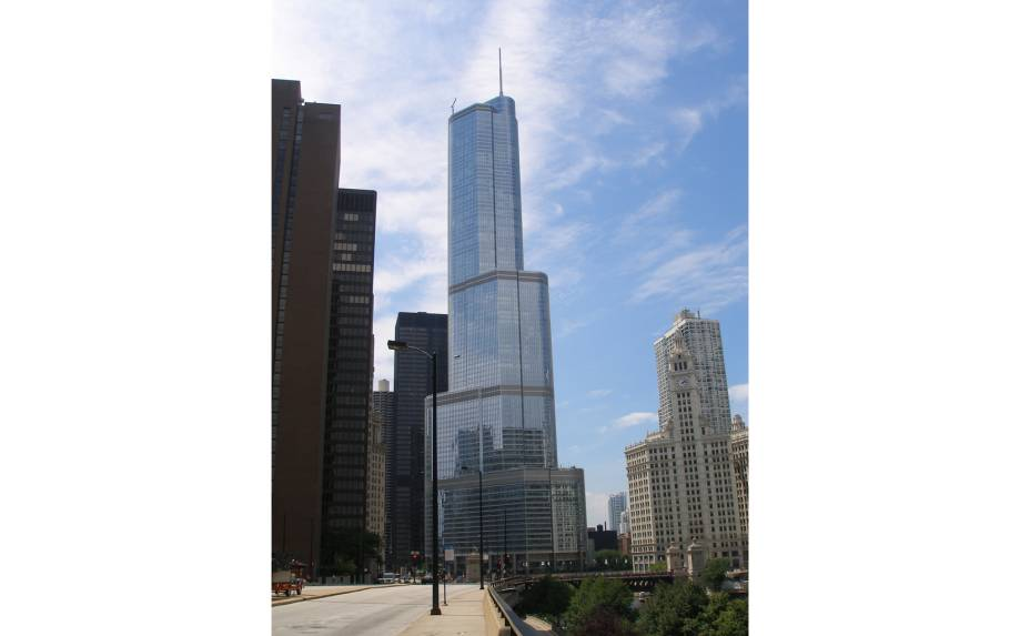 Em Chicago, o Trump International Hotel & Tower é o segundo maior, depois da Willis Tower.  O hotel foi inaugurado em 2008 e tem 339 quartos