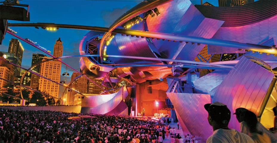 Show no Pavilhão Jay Pritzker no Millennium Park.  O parque hospeda vários eventos acessíveis ao público