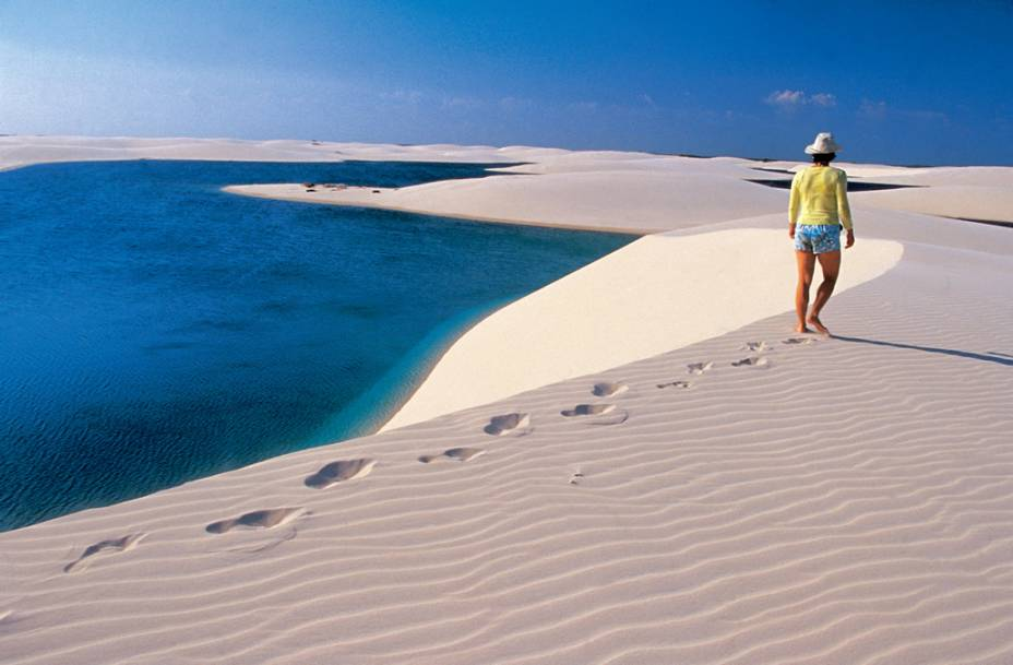 Apesar dos ventos fortes, a areia batida facilita a caminhada nas dunas dos Lençóis Maranhenses