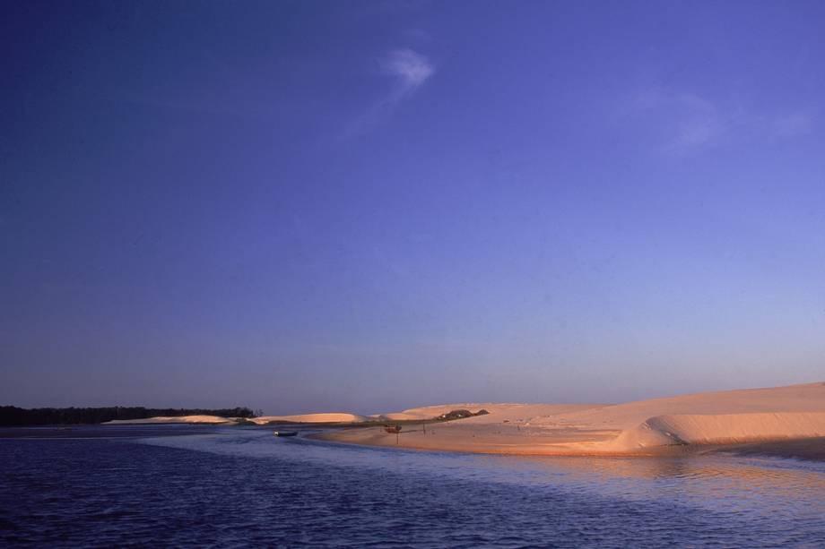 O Parque Nacional dos Lençóis Maranhenses foi premiado com cinco estrelas pelo Guia Quatro Rodas por possuir uma formação natural única criada por um raro processo geológico