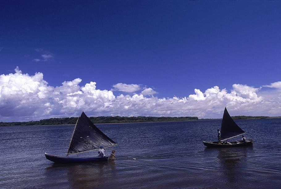 Escunas enfeitam lagos e rios do Parque Nacional dos Lençóis Maranhenses
