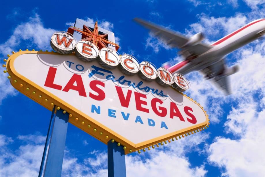 Las Vegas está localizada no meio do deserto de Nevada, quase na orla do Grand Canyon.  É a capital do jogo, do entretenimento e dos casamentos de última hora.