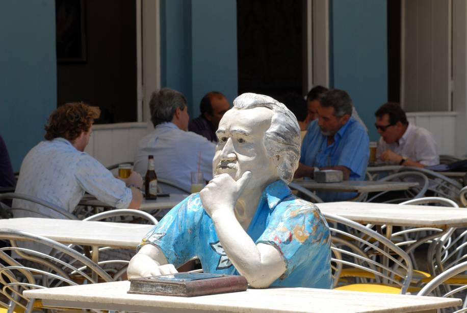 Estátua de Jorge Amado no bar Vesúvio