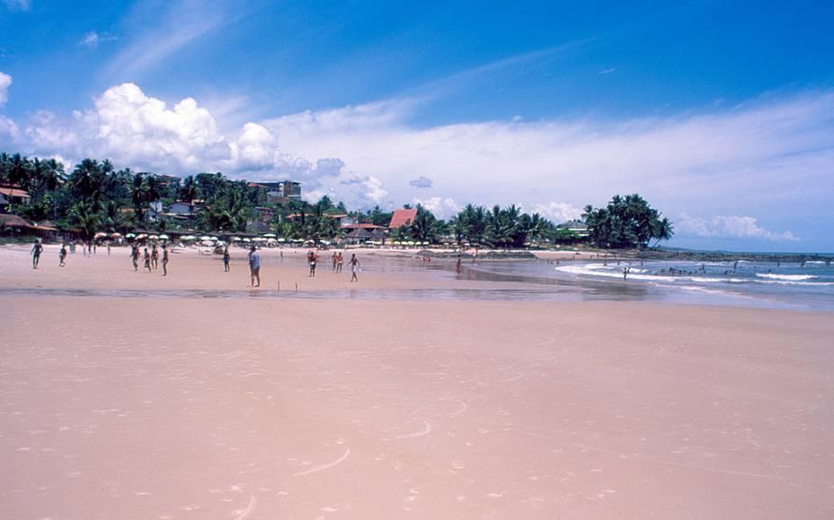 A Praia do Cai Nágua alterna entre mar calmo e outras de ondas fortes, sendo procurada tanto por surfistas quanto por famílias.