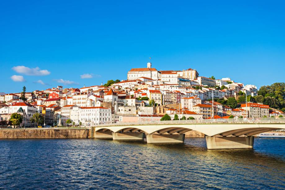 """Visão geral""""http://viajeaqui.abril.com.br/cidades/portugal-coimbra/"""" rel =""""Coimbra""""><noscript><img data- src="""