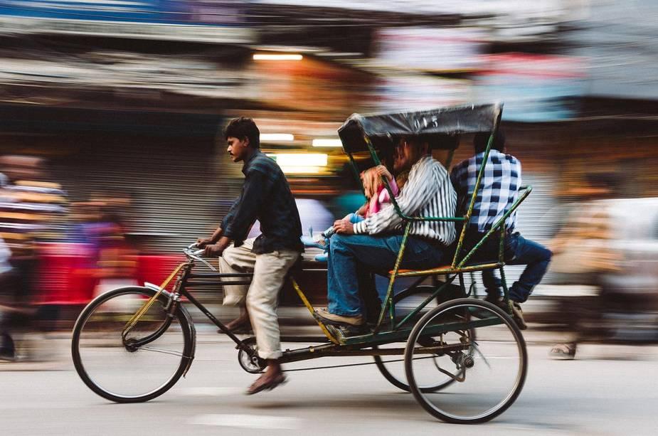 Um meio de transporte comum na cidade (e muitos outros na Índia) é o rikishá, o táxi dirigido por pessoas