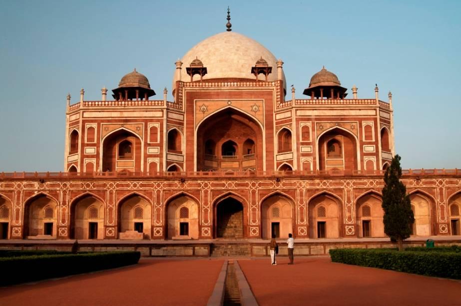 A tumba do imperador Mughal Humayun em Nova Delhi lançou as bases para as linhas arquitetônicas de mausoléus como o Taj Mahal em Agra