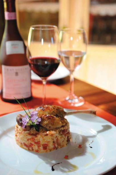 Pato confitado com risoto de tomate seco do restaurante Espaço Vellozia foi eleito o melhor da montanha pelo júri da Veja Espírito Santo