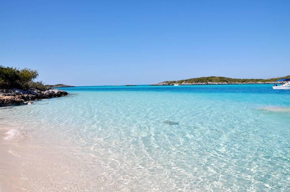 """Embora ocupada por seus complexos hoteleiros e de cassino, é a capital de""""http://viajeaqui.abril.com.br/paises/bahamas"""" rel =""""Bahamas"""" Meta =""""_vazio""""> As Bahamas são cercadas por praias paradisíacas que valem a pena""""http://viajeaqui.abril.com.br/continentes/caribe"""" rel =""""Caribe"""" Meta =""""_vazio""""> Caribe"""" class=""""lazyload"""" data-pin-nopin=""""true""""/></div> <p class="""