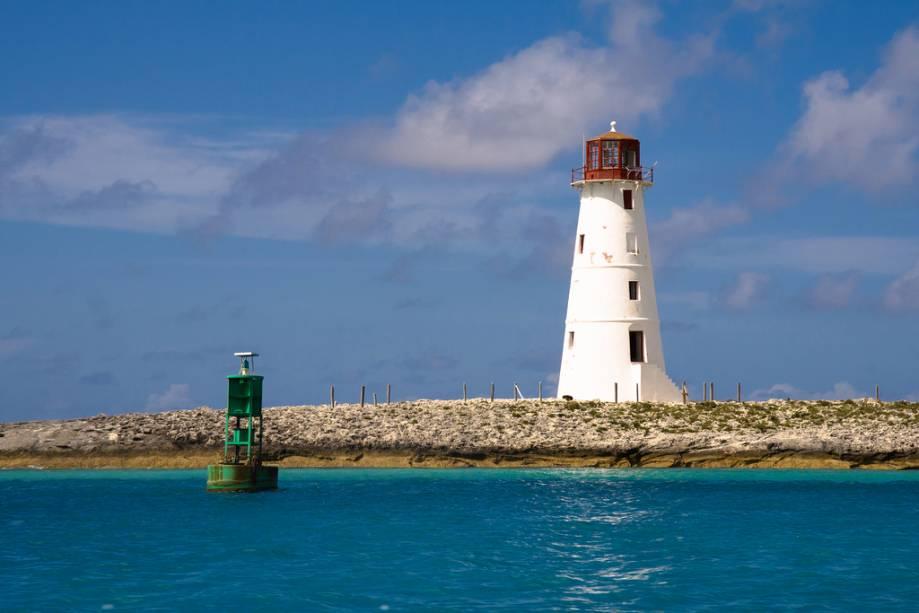 """Paradise Island Lighthouse serve como um marco para o porto de""""http://viajeaqui.abril.com.br/cidades/bahamas-nassau"""" rel =""""Nassau"""" Meta =""""_vazio""""> Nassau, em New Providence"""" class=""""lazyload"""" data-pin-nopin=""""true""""/></div> <p class="""