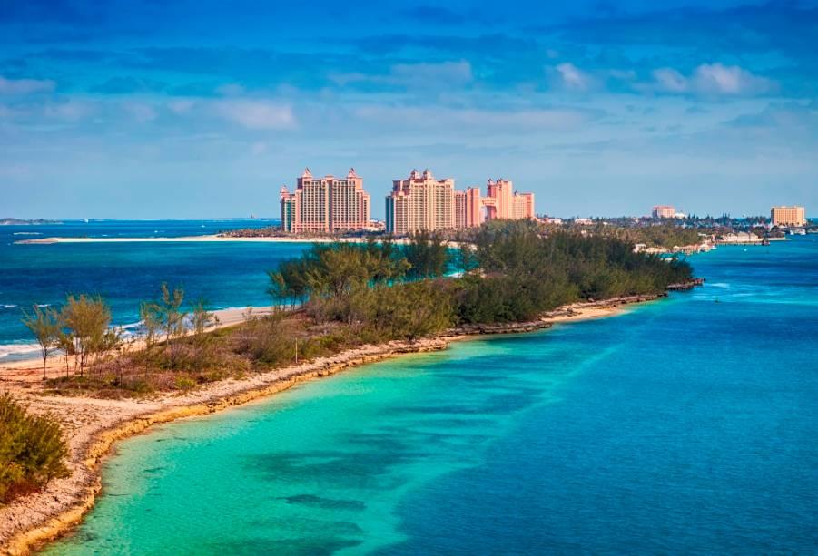 """Vista da parte oeste de""""http://viajeaqui.abril.com.br/estabelecimentos/bahamas-nassau-hospedagem-atlantis-paradise-island"""" rel =""""ilha do paraíso"""" Meta =""""_vazio""""> Paradise Island, um dos balneários mais sugestivos da cidade""""http://viajeaqui.abril.com.br/cidades/bahamas-nassau"""" rel =""""Nassau"""" Meta =""""_vazio""""> Nassau, nas""""http://viajeaqui.abril.com.br/paises/bahamas"""" rel =""""Bahamas"""" Meta =""""_vazio""""> Bahamas"""" class=""""lazyload"""" data-pin-nopin=""""true""""/></div> <p class="""
