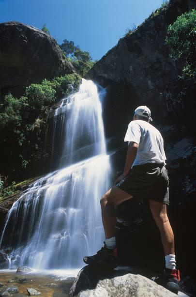 Cachoeira Véu de Noiva, formada pelo rio Bonfim, na Serra dos Órgãos
