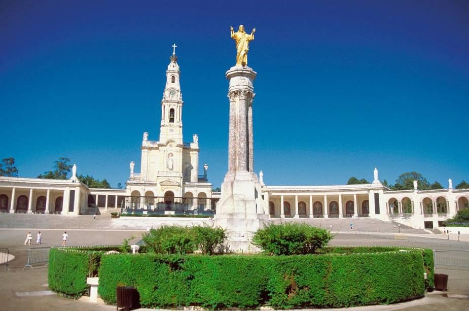 O Santuário de Fátima em Portugal acolhe milhões de fiéis durante todo o ano, mas no dia 13 de maio a região enche-se de peregrinos para festejar o aniversário da aparição da Virgem Santíssima aos Três Pastores em 1917
