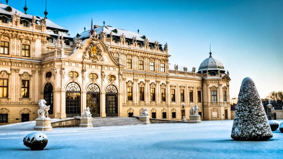 O Palácio Belvedere em Viena tem um estilo arquitetônico barroco