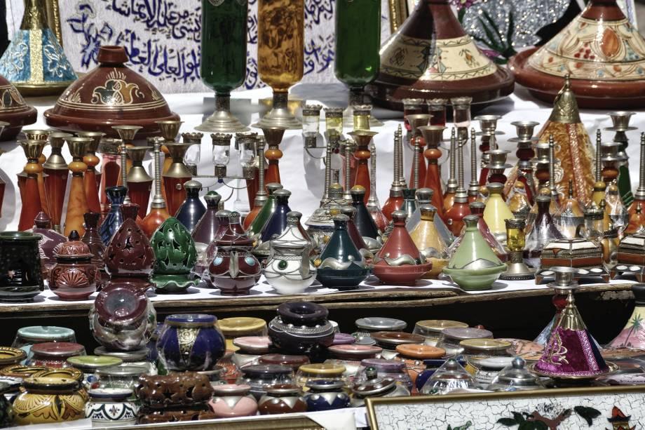 Não é difícil encontrar lojas de grife em Casablanca.  O bom disso, porém, é encontrar estabelecimentos que vendam produtos locais a preços bem acessíveis.