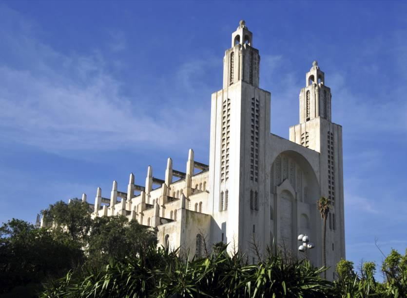 A Catedral do Sagrado Coração de Casablanca foi construída na década de 1930 como um templo católico com arquitetura neogótica