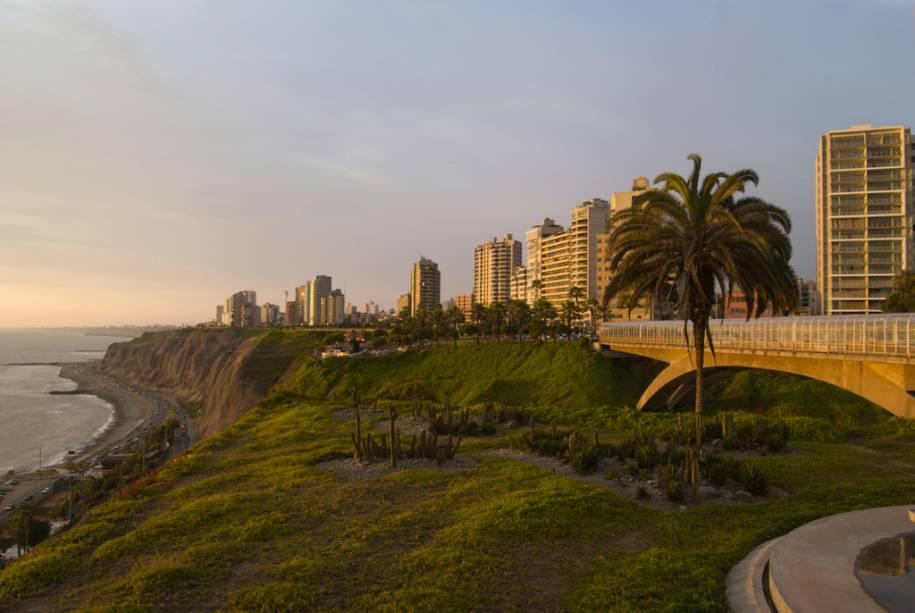 """área""""http://viajeaqui.abril.com.br/estabelecimentos/peru-lima-atracao-miraflores"""" rel =""""Miraflores"""" Meta =""""_vazio""""> Miraflores em Lima, conhecida por suas praias, jardins e centros comerciais"""" class=""""lazyload"""" data-pin-nopin=""""true""""/></div> <p class="""