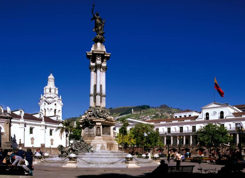 A Plaza de la Independencia está localizada no coração do centro histórico de Quito.  Nele encontram-se alguns dos edifícios mais interessantes da cidade, como o Palácio de Carondelet (sede do governo), a Catedral Metropolitana, a Arquidiocese, a Câmara Municipal e o Hotel Plaza Grande.