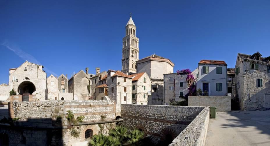 Um dos edifícios mais bonitos de Split, na Croácia, é o Palácio de Diocleciano.  O edifício foi erguido pelo próprio imperador e preservou elementos raros desde a antiguidade até os dias atuais