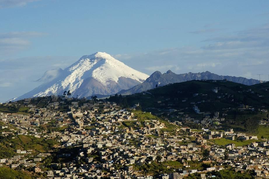 Vista do vulcão Cotopaxi, um dos símbolos naturais de Quito, capital do Equador