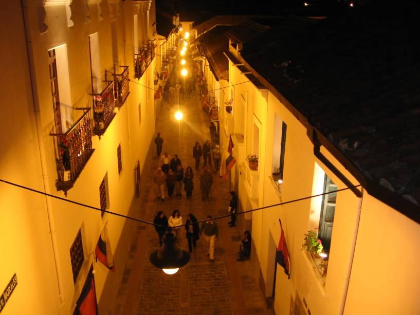 La Ronda no centro histórico de Quito, capital do Equador: a rua concentra-se em galerias, cafés e lojas de artesanato.  Ele está localizado na Calle Morales entre Calles Guayaquil e García Moreno.  Quando você tiver a chance de saber mais, procure a Casa 707