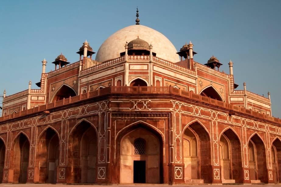 A tumba de Humayun é um Patrimônio Mundial devido ao seu estilo arquitetônico único que fundou a escola Mughal