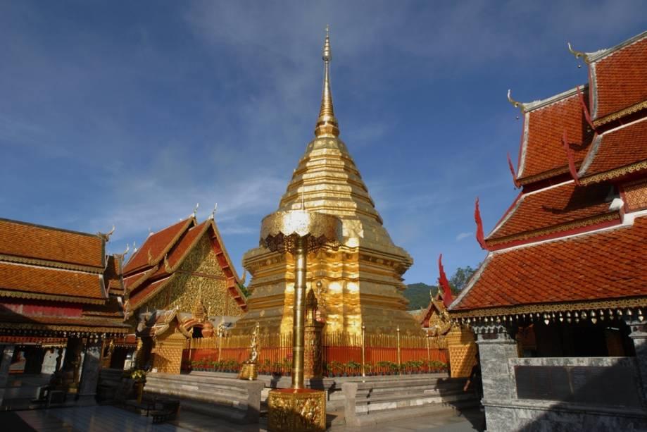 Chiang Mai é a capital do norte da Tailândia e um destino cada vez mais popular com visitantes de todo o mundo em busca de paisagens deslumbrantes, cultura rica e templos como o Wat Phrathat Doi, o mais importante da região.
