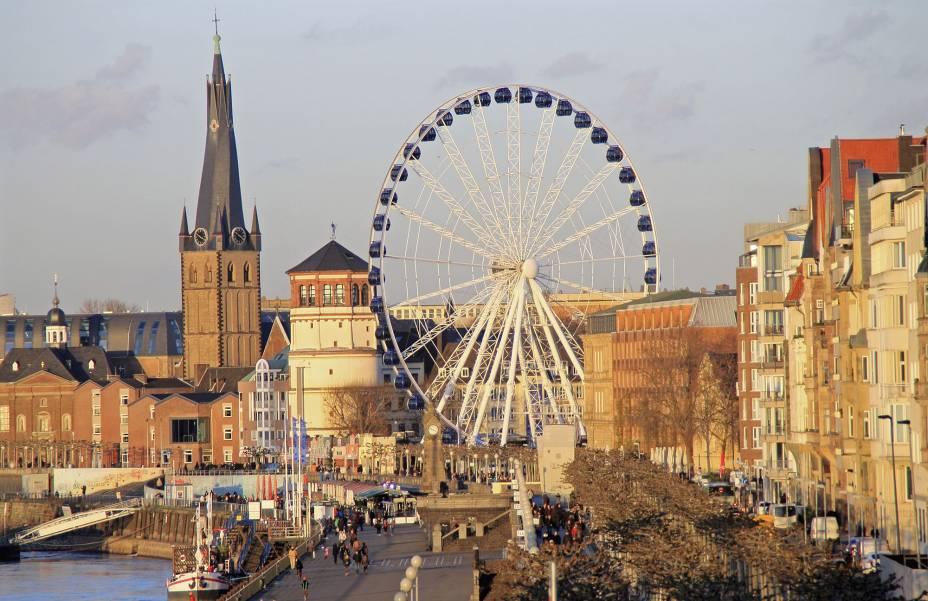 A cidade de Düsseldorf, uma das maiores da Alemanha às margens do Reno