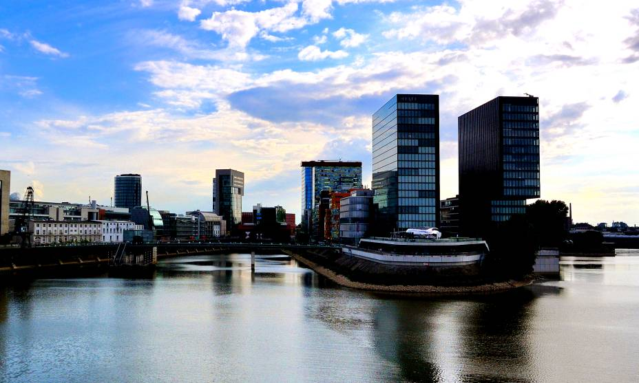 A cidade de Düsseldorf, às margens do belo Reno