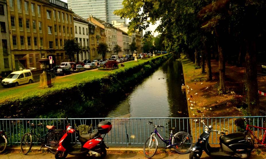 No clima de cidade grande, Düsseldorf guarda outras tranquilas surpresas