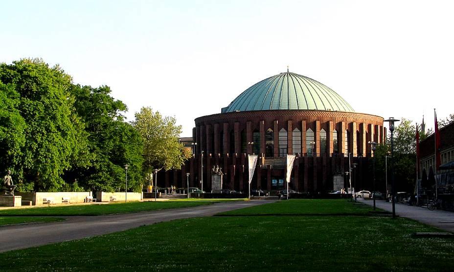 O edifício Tonhalle na Düsseldorf alemã recebe excelentes concertos de rock e de música clássica