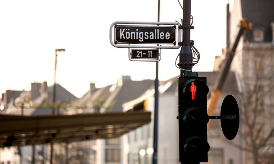 A Königsallee em Düsseldorf é ideal para turistas que querem fazer compras