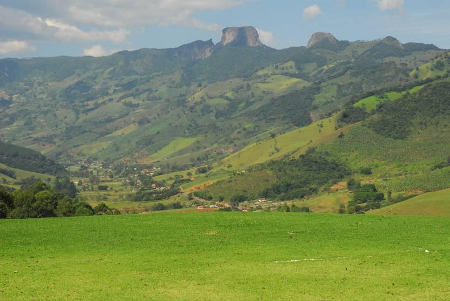 Apesar de pertencer ao município de São Bento do Sapucaí, a Pedra do Baú pode ser vista em diferentes paisagens de Campos