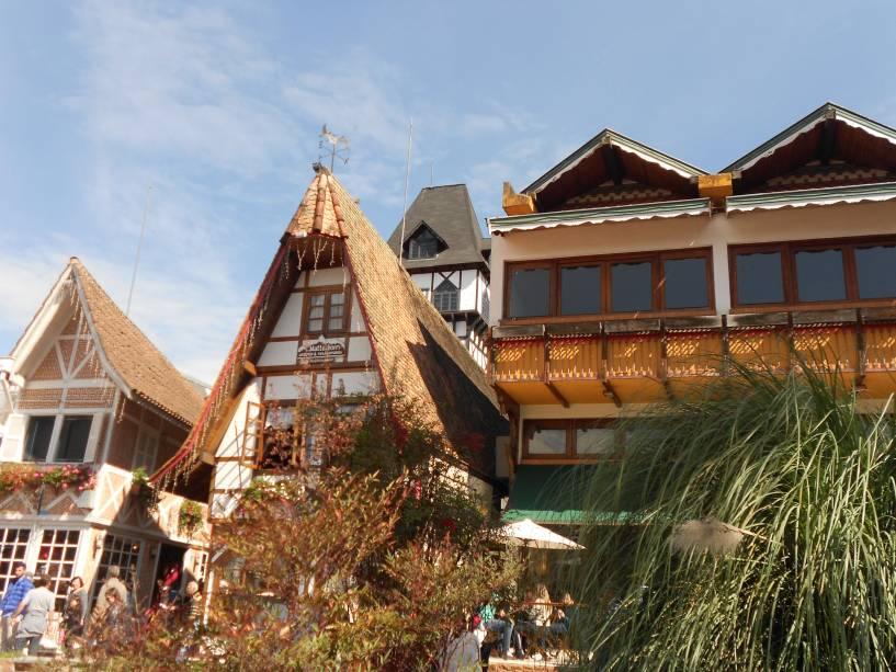 As casas de enxaimel abrigam lojas charmosas, cafés e galerias