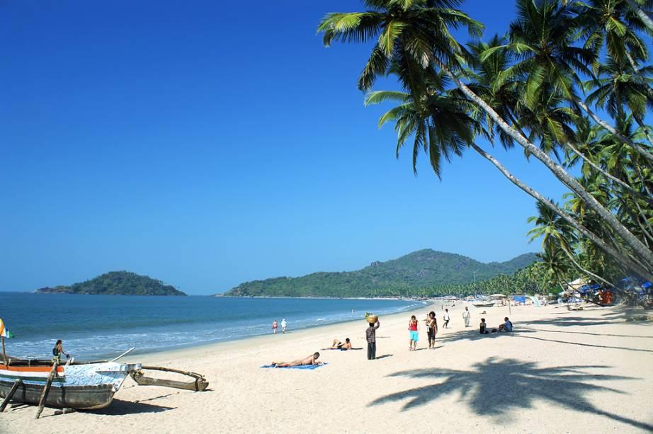 Praia de Palolem na vila de Chaudi, lar de pescadores e hippies tardios em Goa