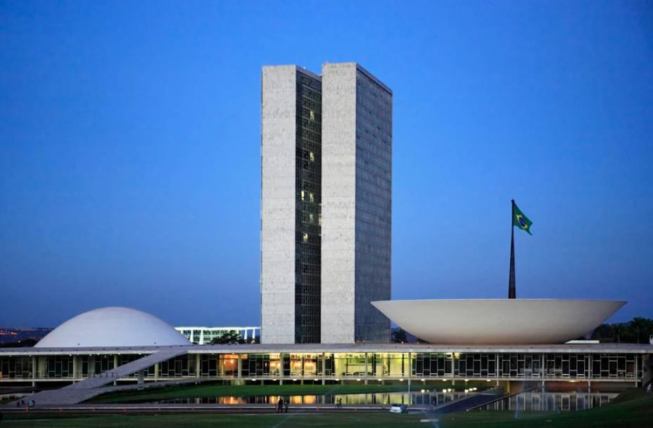 Os visitantes podem assistir a parte de sessão do Congresso Nacional projetada por Niemeyer, o maior símbolo do Brasil