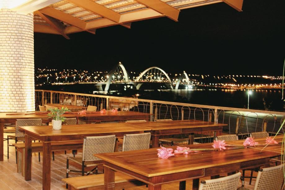 O restaurante Mangai, especializado em culinária rural, serve carnes ao sol com natas, baião de sais, mandioca e vagem