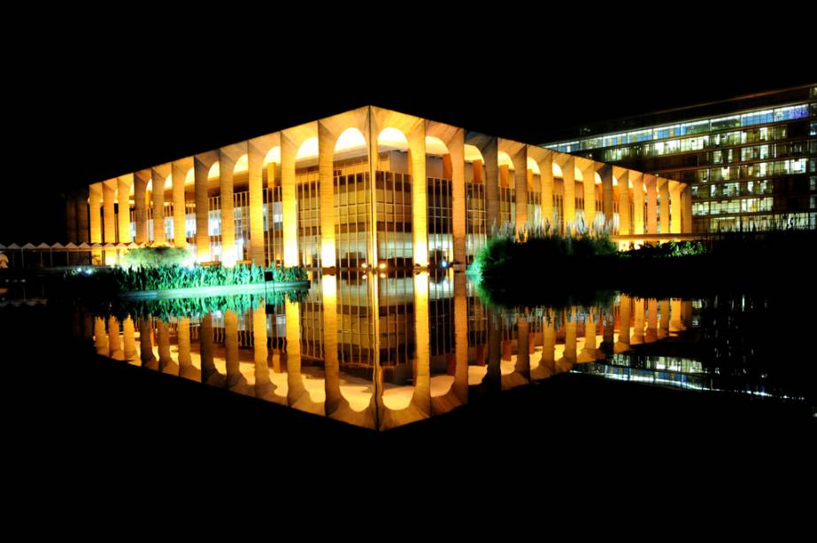 O Palácio do Itamaraty é sede do Itamaraty e abriga obras de Alfredo Volpi, Athos Bulcão, Lasar Segall e Victor Brecheret