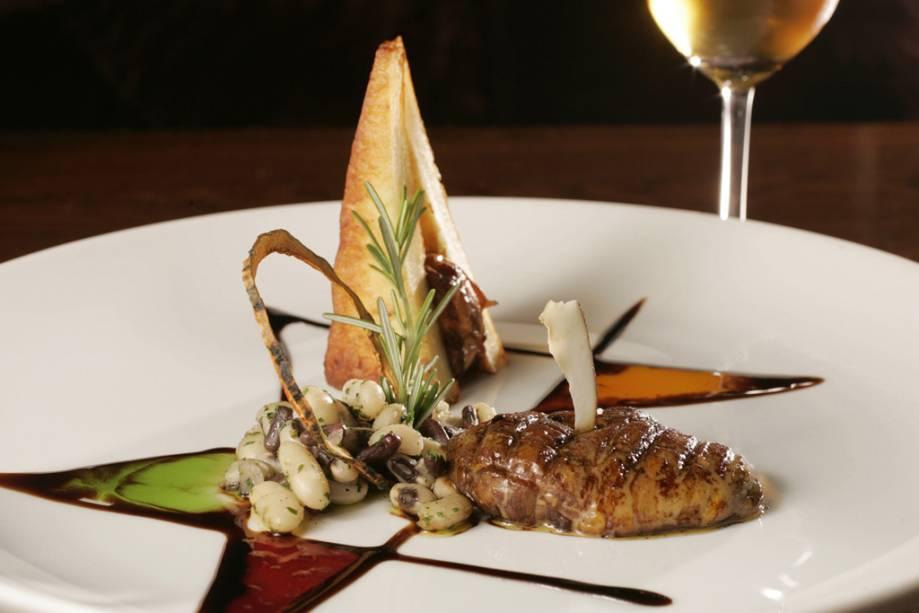 Foie Gras flambé à Cachaça, criado por Mara Alcamim, cozinheira e dona do restaurante Zuu AZDZ