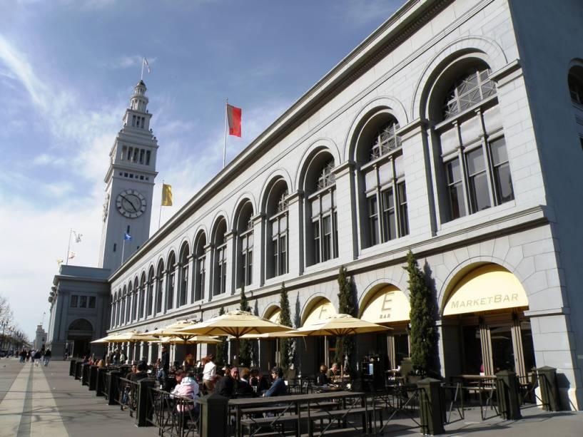 Terminal de balsas de São Francisco com um mercado charmoso