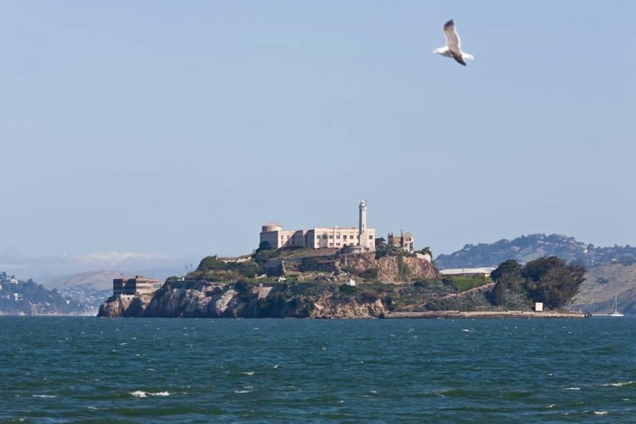A lendária prisão da Ilha de Alcatraz, que foi fechada na década de 1960, pode ser vista de diferentes partes da cidade