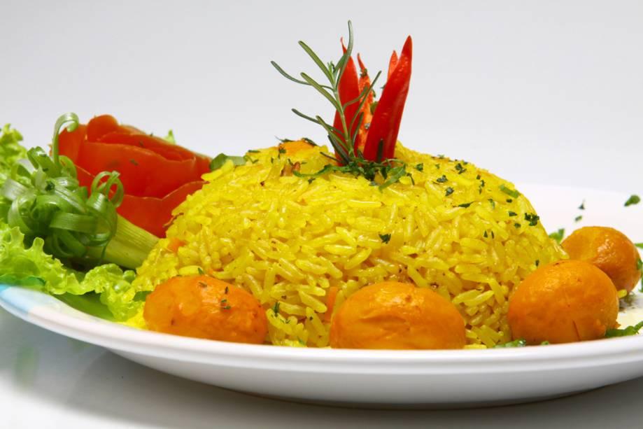 """Arroz com pequi, fruta típica da região de Caldas Novas (GO);""""http://viajeaqui.abril.com.br/materias/delicias-culinaria-goiana"""" rel =""""Conheça outros pratos típicos da culinária goiana"""" Meta =""""_vazio""""> conheça outros pratos típicos da culinária goiana"""" class=""""lazyload"""" data-pin-nopin=""""true""""/></div> <p class="""