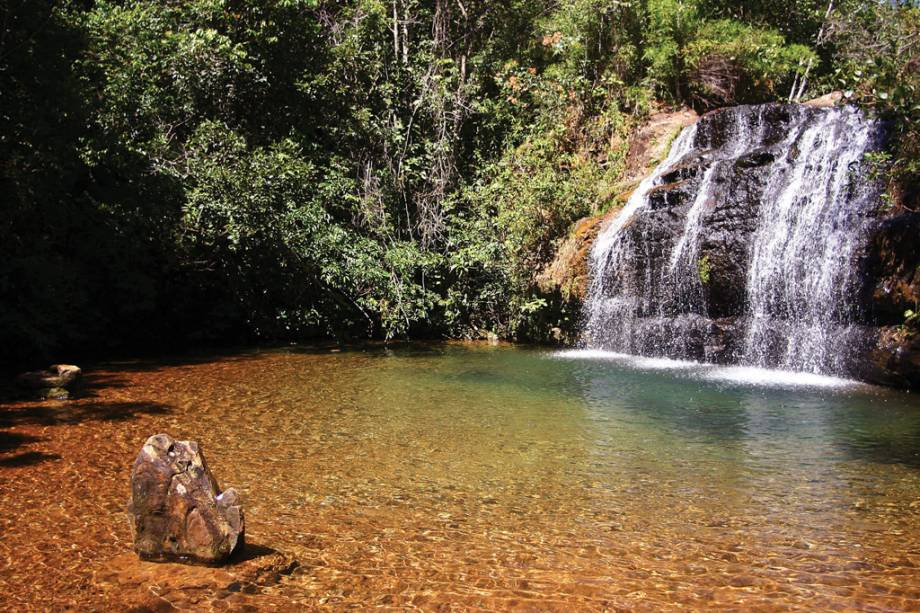 """Com piscinas, rios lentos, saunas e escorregadores, os clubes de spa são""""http://viajeaqui.abril.com.br/cidades/br-go-caldas-novas"""" rel =""""Caldas Novas"""" Meta =""""_vazio""""> Caldas Novas em Goiás é ideal para crianças e adultos.  Mas também há muita natureza na cidade.  Cachoeira da Cascatinha na foto em""""http://viajeaqui.abril.com.br/estabelecimentos/br-go-caldas-novas-atracao-parque-estadual-da-serra-de-caldas-novas"""" rel =""""Parque Estadual da Serra de Caldas Novas"""" Meta =""""_vazio""""> Parque Estadual Serra de Caldas Novas"""" class=""""lazyload"""" data-pin-nopin=""""true""""/></div> <p class="""