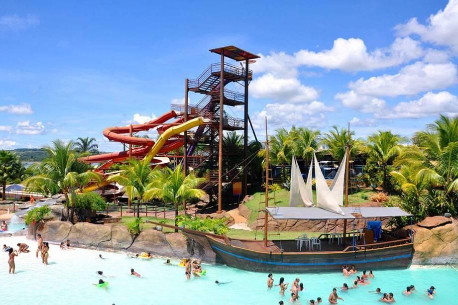 """OU""""http://viajeaqui.abril.com.br/estabelecimentos/br-go-caldas-novas-atracao-nautico-praia-clube"""" rel =""""Clube de praia náutico"""" Meta =""""_vazio""""> O Náutico Praia Clube é um bom lugar para passar uma tarde no Lago Corumbá, em Caldas Novas (GO)."""" class=""""lazyload"""" data-pin-nopin=""""true""""/></div> <p class="""