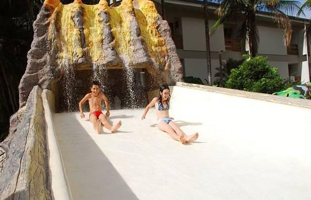 """OU""""http://viajeaqui.abril.com.br/estabelecimentos/br-go-caldas-novas-atracao-water-park"""" rel =""""Parque aquático"""" Meta =""""_vazio""""> O parque aquático fica perto da maioria deles""""http://viajeaqui.abril.com.br/cidades/br-go-caldas-novas/onde-ficar"""" rel =""""Hotéis Caldas Novas"""" Meta =""""_vazio""""> Hotéis Caldas Novas e é mais silencioso que os demais parques aquáticos da cidade"""" class=""""lazyload"""" data-pin-nopin=""""true""""/></div> <p class="""