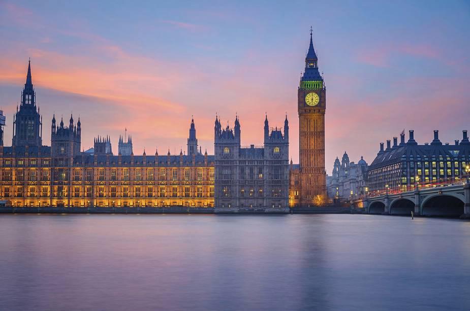 Big Ben, o maior cartão postal da cidade, e o prédio do Parlamento Britânico