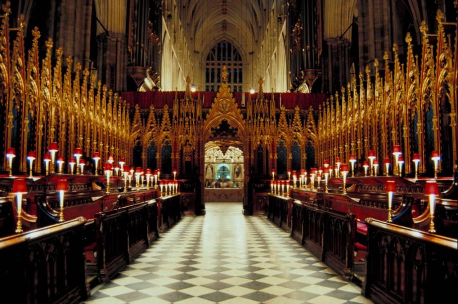 Reis e rainhas foram coroados na Abadia de Westminster desde 1066